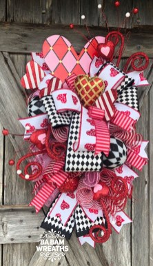 Pretty Valentines Day Wreath Ideas To Decorate Your Door 15