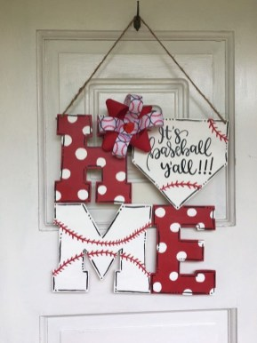Pretty Valentines Day Wreath Ideas To Decorate Your Door 17