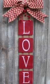 Pretty Valentines Day Wreath Ideas To Decorate Your Door 20