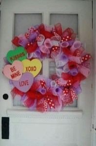 Pretty Valentines Day Wreath Ideas To Decorate Your Door 21
