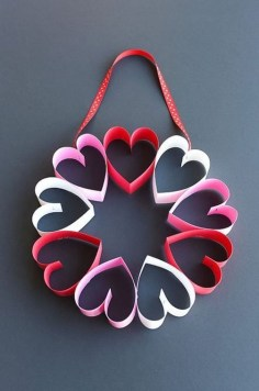 Pretty Valentines Day Wreath Ideas To Decorate Your Door 35