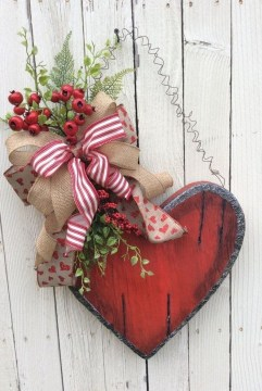 Pretty Valentines Day Wreath Ideas To Decorate Your Door 44