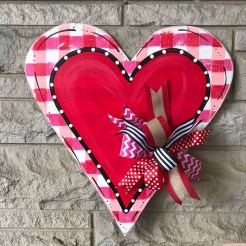 Pretty Valentines Day Wreath Ideas To Decorate Your Door 46