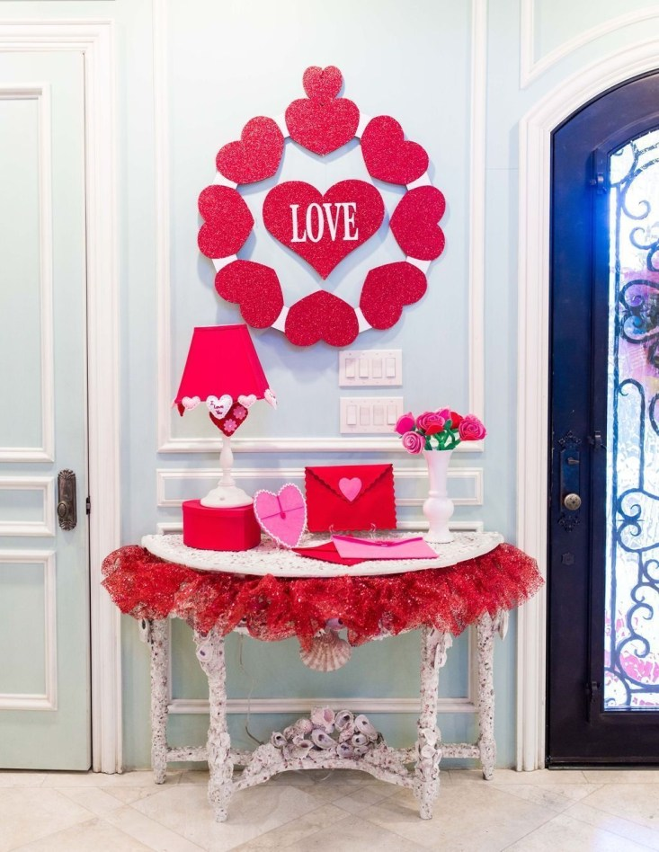 Romantic Valentine Decoration Ideas For Your Living Room 07