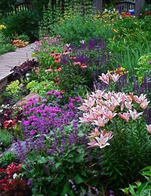 Stunning Small Flower Gardens And Plants Ideas For Your Front Yard 24