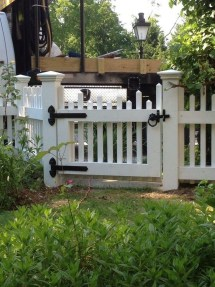 Awesome Farmhouse Garden Fence For Winter To Spring 12