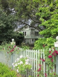 Awesome Farmhouse Garden Fence For Winter To Spring 34