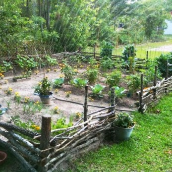 Awesome Farmhouse Garden Fence For Winter To Spring 44