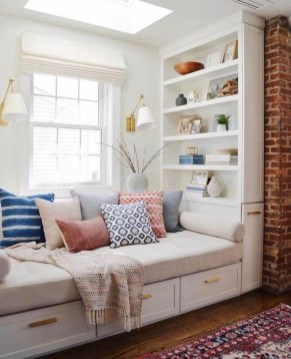 Comfy Window Seat Ideas For A Cozy Home 07