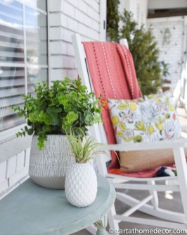 Cute Spring Porch Pillow Decoration Ideas That Will Inspire You 31