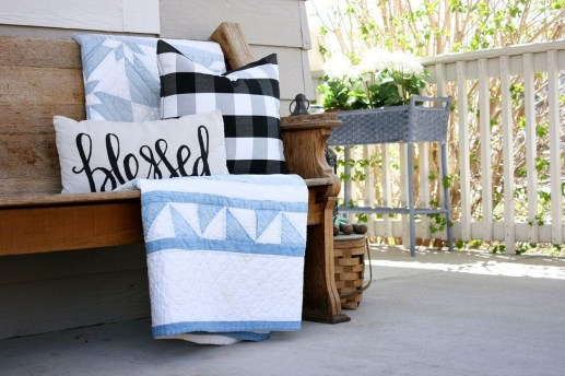 Cute Spring Porch Pillow Decoration Ideas That Will Inspire You 49