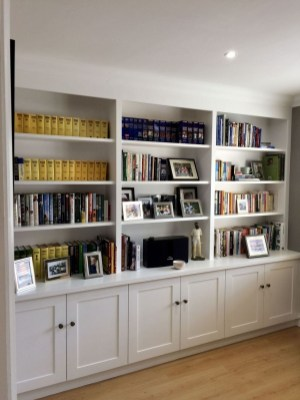 Easy And Simple Shelves Decoration Ideas For Living Room Storage 35