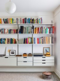 Easy And Simple Shelves Decoration Ideas For Living Room Storage 47