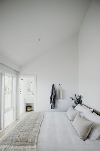 Fabulous White Bedroom Design In The Small Apartment 30