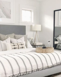 Fabulous White Bedroom Design In The Small Apartment 31