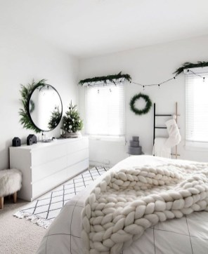 Fabulous White Bedroom Design In The Small Apartment 42