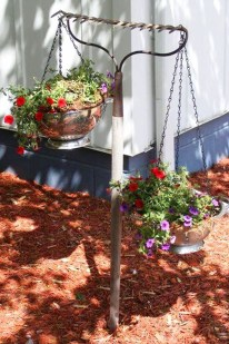 Lovely Hanging Flower To Beautify Your Small Garden In Summer 13