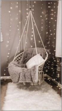 Pretty DIY Fairy Light Ideas For Minimalist Bedroom Decoration 06