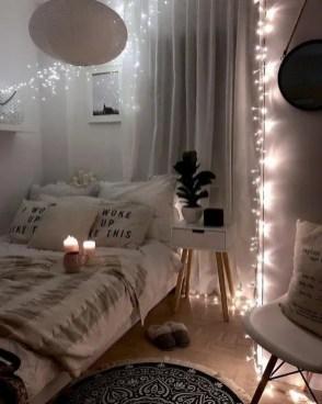 Pretty DIY Fairy Light Ideas For Minimalist Bedroom Decoration 09