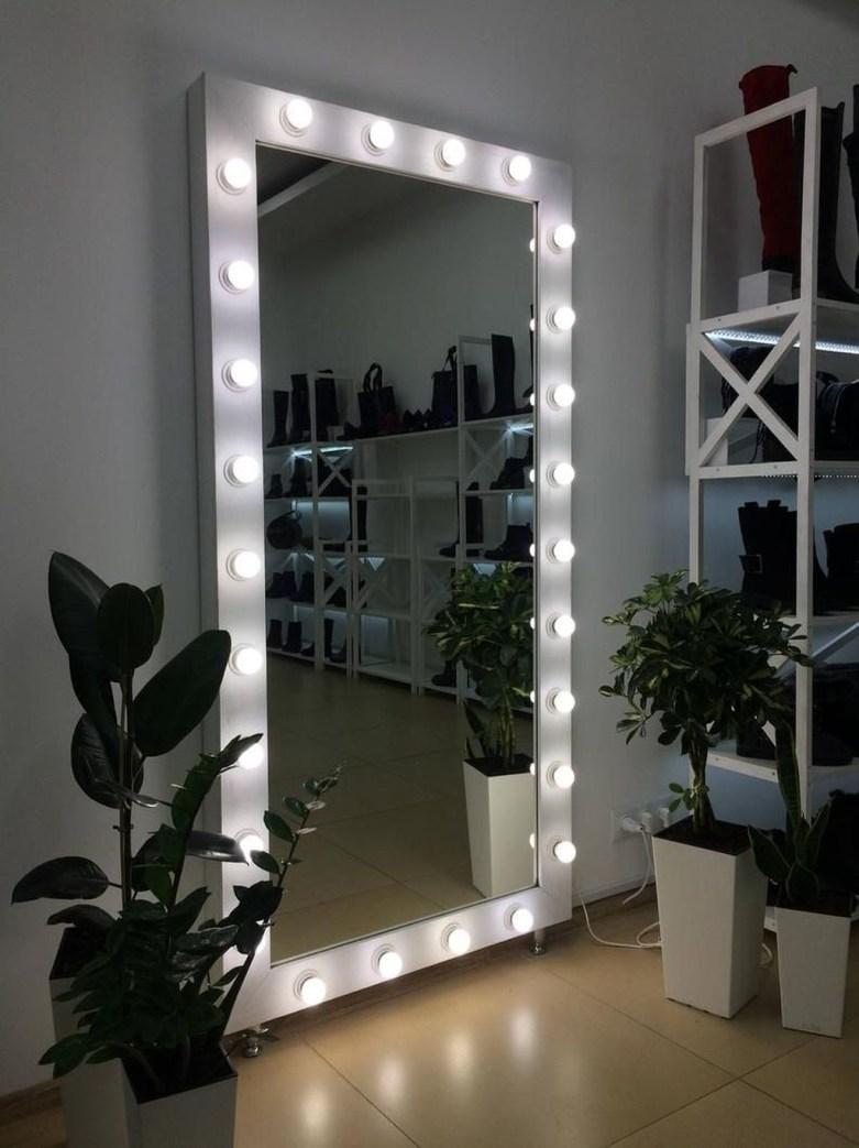 Pretty DIY Fairy Light Ideas For Minimalist Bedroom Decoration 10