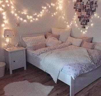Pretty DIY Fairy Light Ideas For Minimalist Bedroom Decoration 11