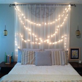 Pretty DIY Fairy Light Ideas For Minimalist Bedroom Decoration 22
