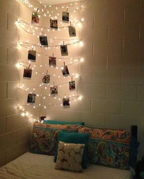 Pretty DIY Fairy Light Ideas For Minimalist Bedroom Decoration 26