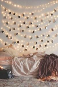 Pretty DIY Fairy Light Ideas For Minimalist Bedroom Decoration 27