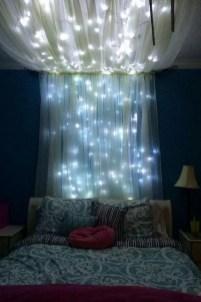 Pretty DIY Fairy Light Ideas For Minimalist Bedroom Decoration 30