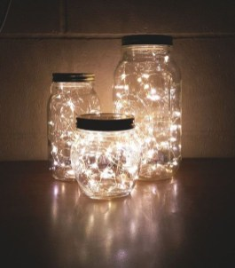 Pretty DIY Fairy Light Ideas For Minimalist Bedroom Decoration 31