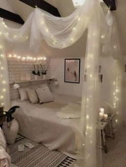 Pretty DIY Fairy Light Ideas For Minimalist Bedroom Decoration 47