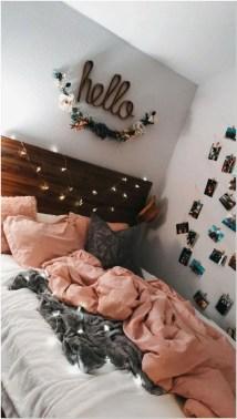 Pretty DIY Fairy Light Ideas For Minimalist Bedroom Decoration 49