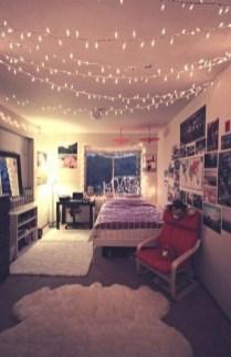 Pretty DIY Fairy Light Ideas For Minimalist Bedroom Decoration 55