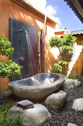 Spectacular Outdoor Bathroom Design Ideas That Feel Like A Vacation 43