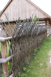 Beautiful Garden Fence Decorating Ideas To Follow 23