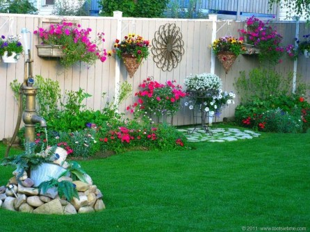 Beautiful Garden Fence Decorating Ideas To Follow 41