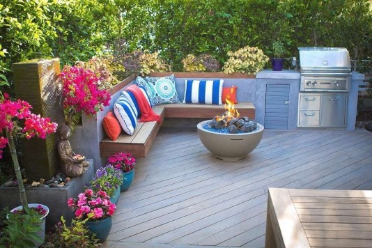 Comfy Spring Backyard Ideas With A Seating Area That Make You Feel Relax 03