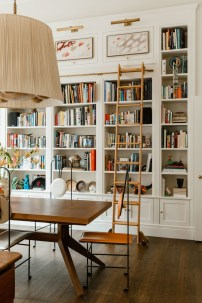 Fabulous Bookcase Decorating Ideas To Perfect Your Interior Design 05