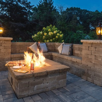 Marvelous Backyard Fireplace Ideas To Beautify Your Outdoor Decor 33