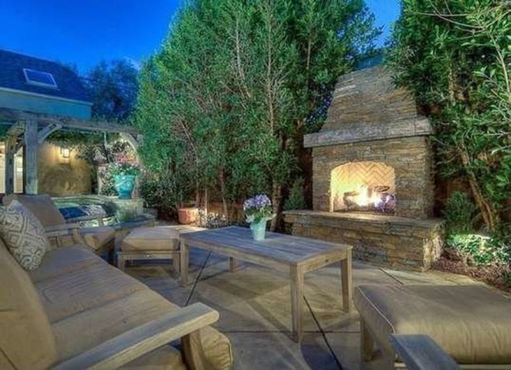 Marvelous Backyard Fireplace Ideas To Beautify Your Outdoor Decor 42