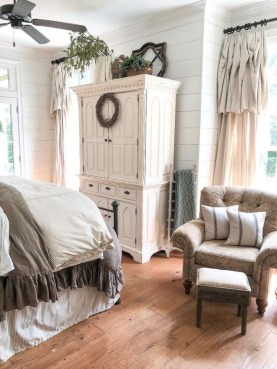 Perfect Choices Of Furniture For A Farmhouse Bedroom 33