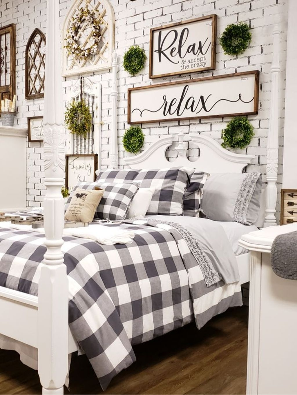 Perfect Choices Of Furniture For A Farmhouse Bedroom 40