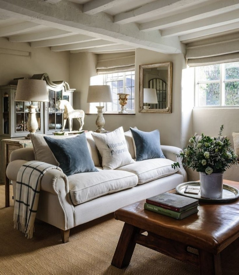 Popular Ways To Efficiently Arrange Furniture For Small Living Room 18