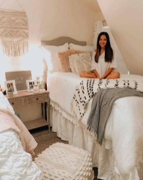 Splendid Dorm Room Ideas To Tare Room Decor To The Next Level 08