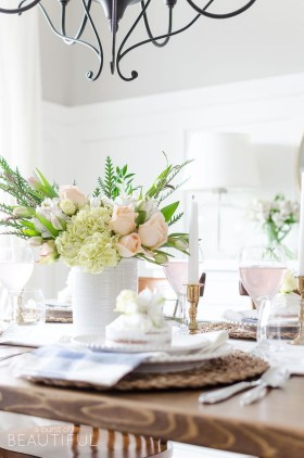 Adorable Spring Centerpieces Ideas For Dining Room Decor 33