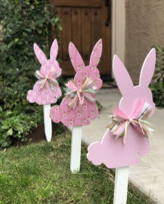 Gorgeous Outdoor Easter Decorations To Bedeck Your House In Style 34