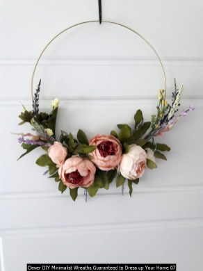 Clever DIY Minimalist Wreaths Guaranteed To Dress Up Your Home 07