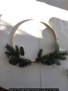 Clever DIY Minimalist Wreaths Guaranteed To Dress Up Your Home 23