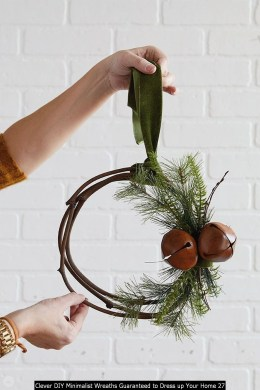 Clever DIY Minimalist Wreaths Guaranteed To Dress Up Your Home 27