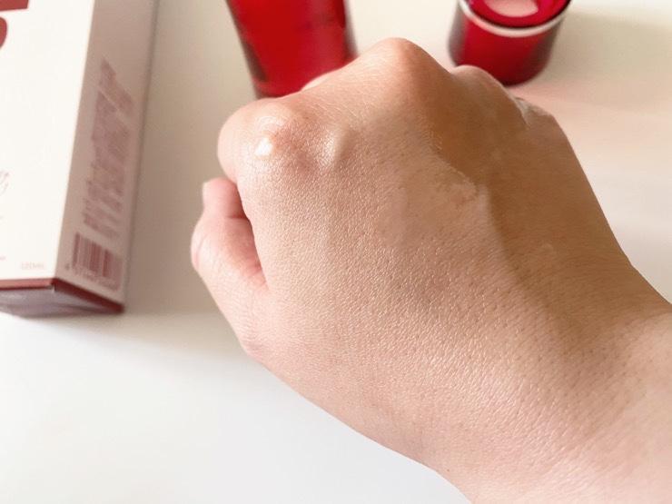 すぐにお肌になじむ化粧水ナールスピュア